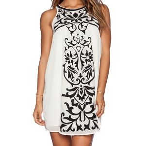 Tularosa Roman Black Applique Shift Mini Dress XS